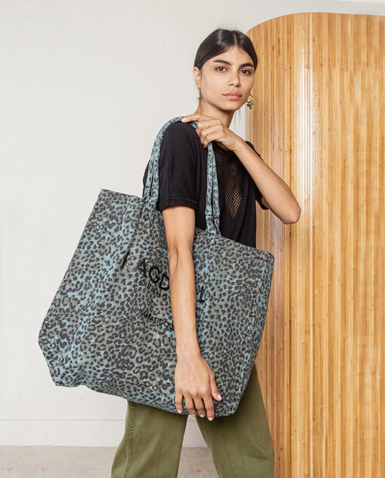 mequieres_holiday_bag_blue_leopard