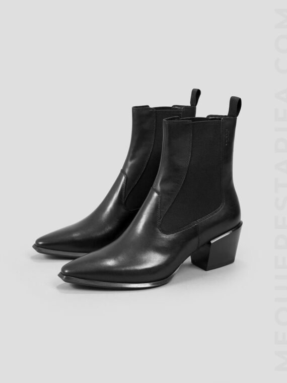 mequieres_betsy_black_leather_boots