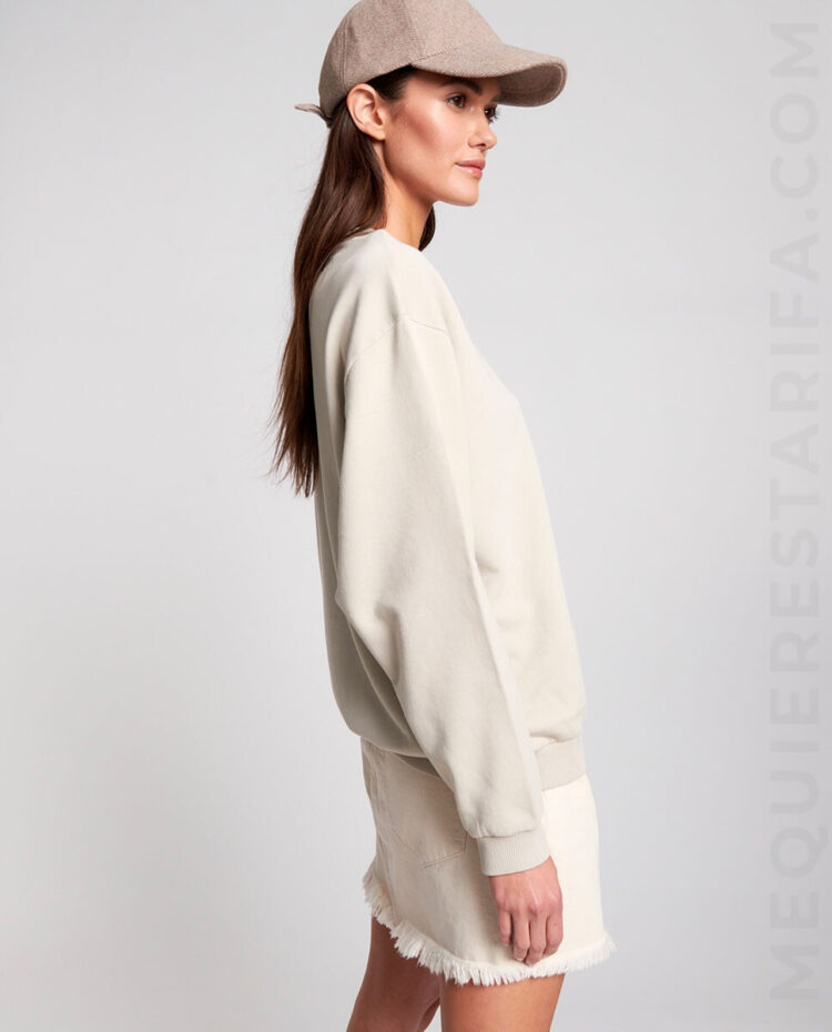 mequieres_bird_logo_sports_sweater