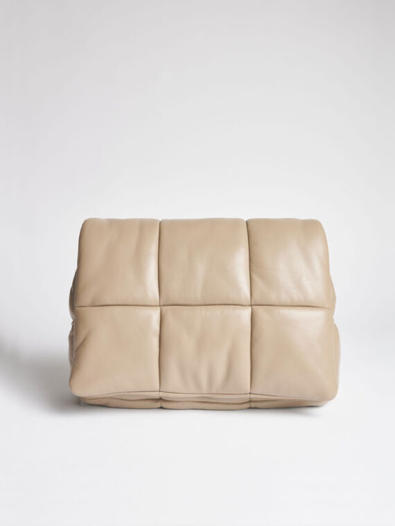 mequieres-wanda-clutch-bag-warm-sand-01